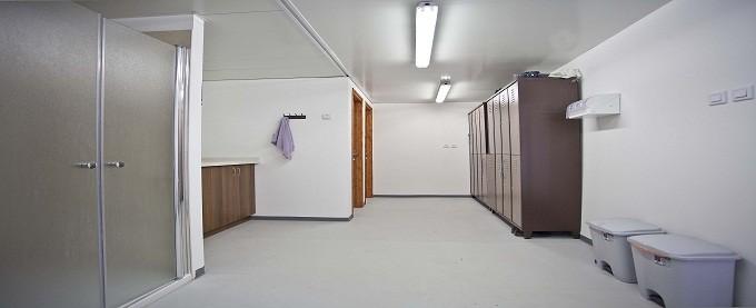 מקלחון במכולות מגורים בעיצוב אישי