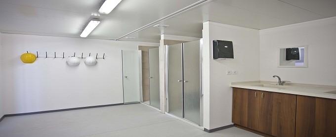 מקלחון במכולת מגורים